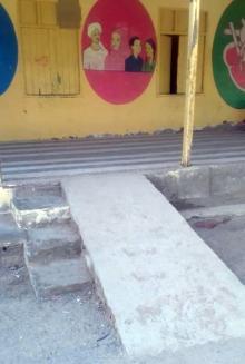 بناء منحدر في إحدى مدارس السودان
